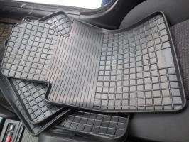 Резиновые или полиуретановые - какие коврики выбрать в машину?