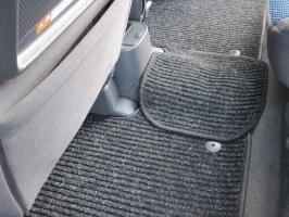Резиновые или ворсовые - какие коврики выбрать в машину?